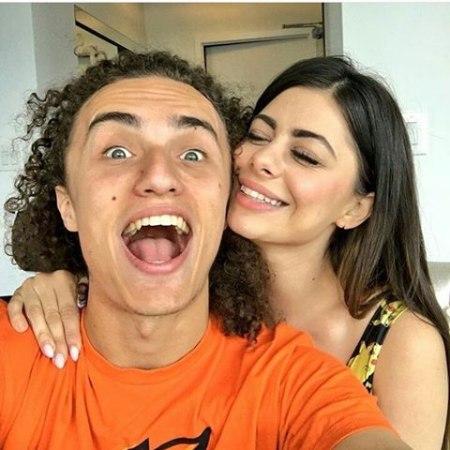 Kwebbelkop's girlfriend Azzy